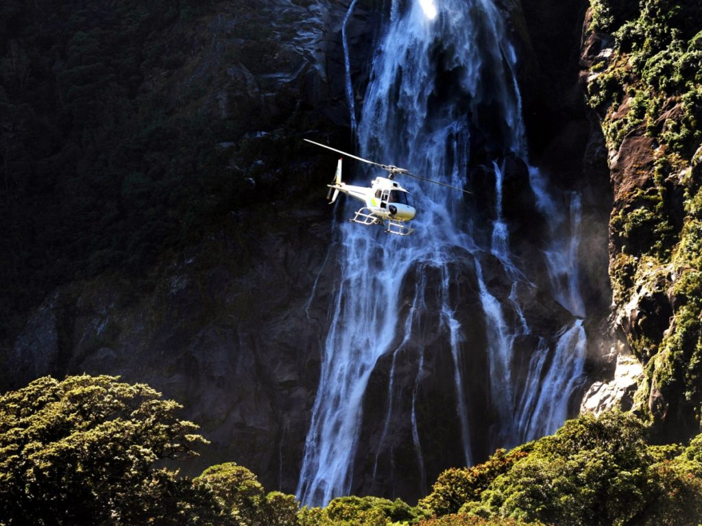helicopter-waterfall-adventure-sky-safaris