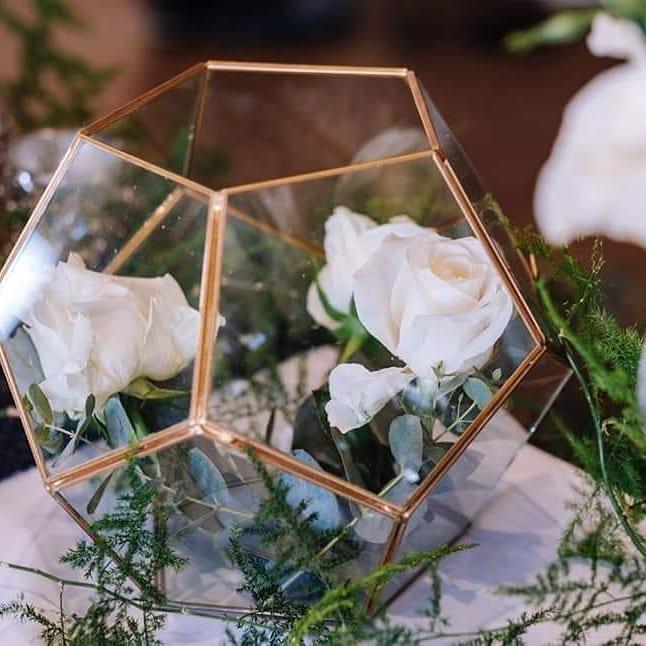 gold-rim-hexagon-dome-white-roses