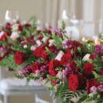 red-white-flowers-table-decor