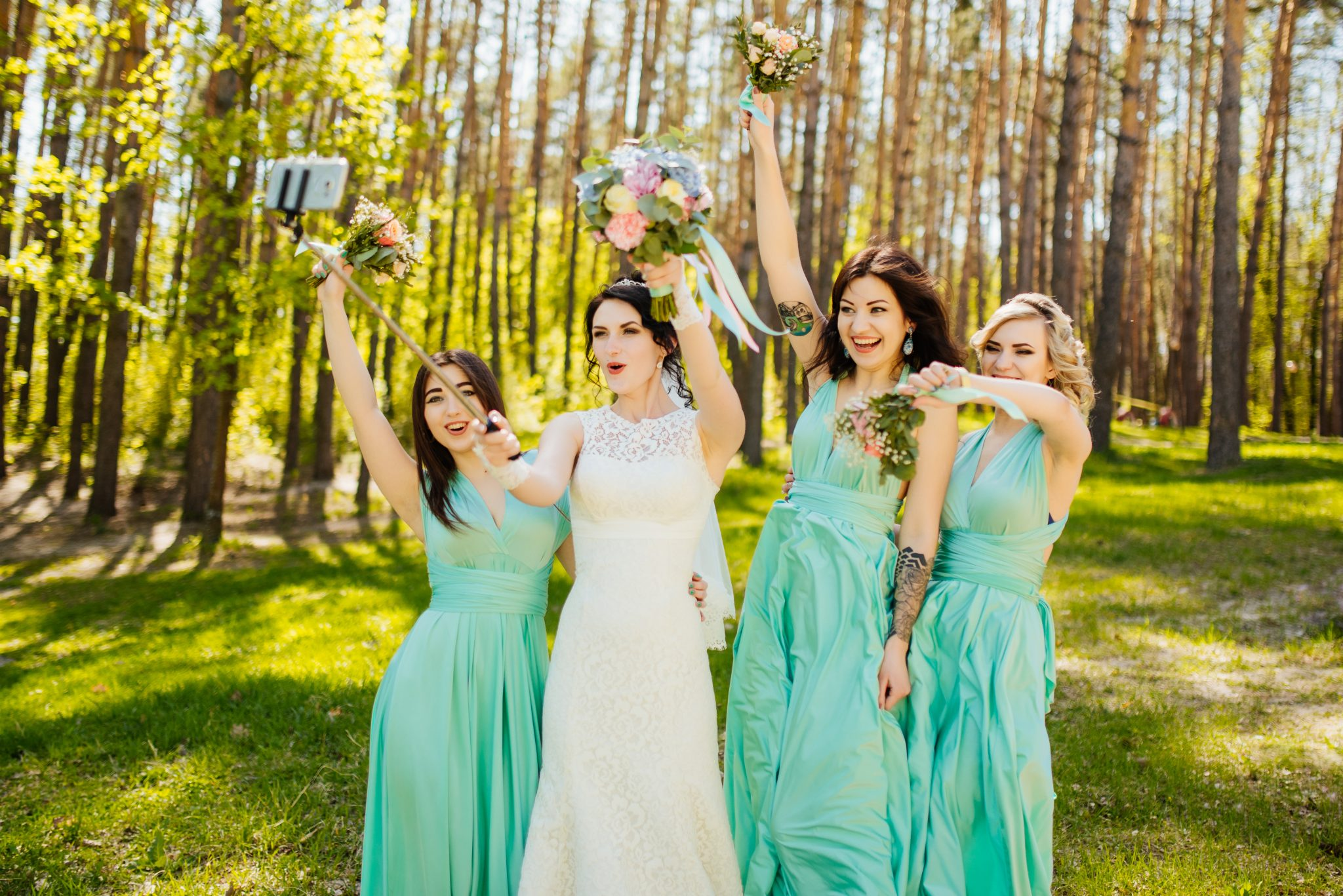 bridesmaid-flowers-bouquets