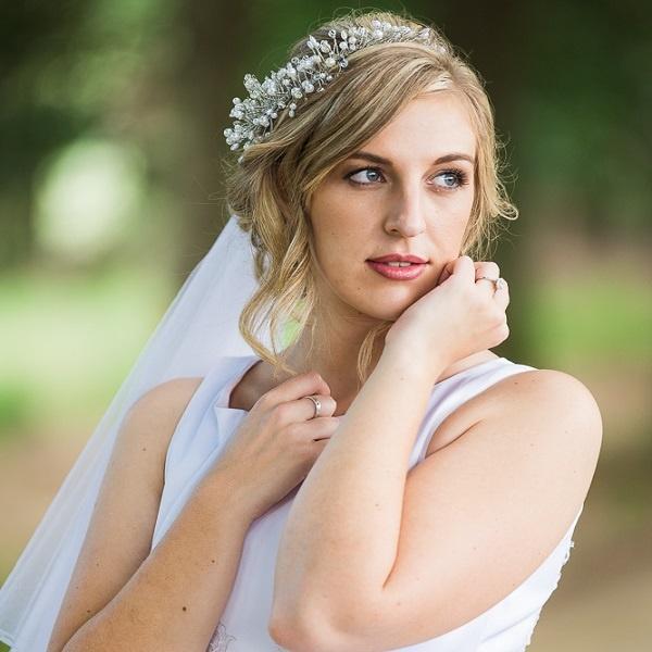 bride-dress-tiara