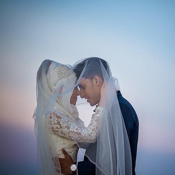 bridal-couple-sky-dusk