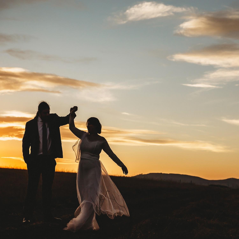 bridal-couple-sunset-sky