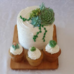 cupcake-cake-white-green-flowers