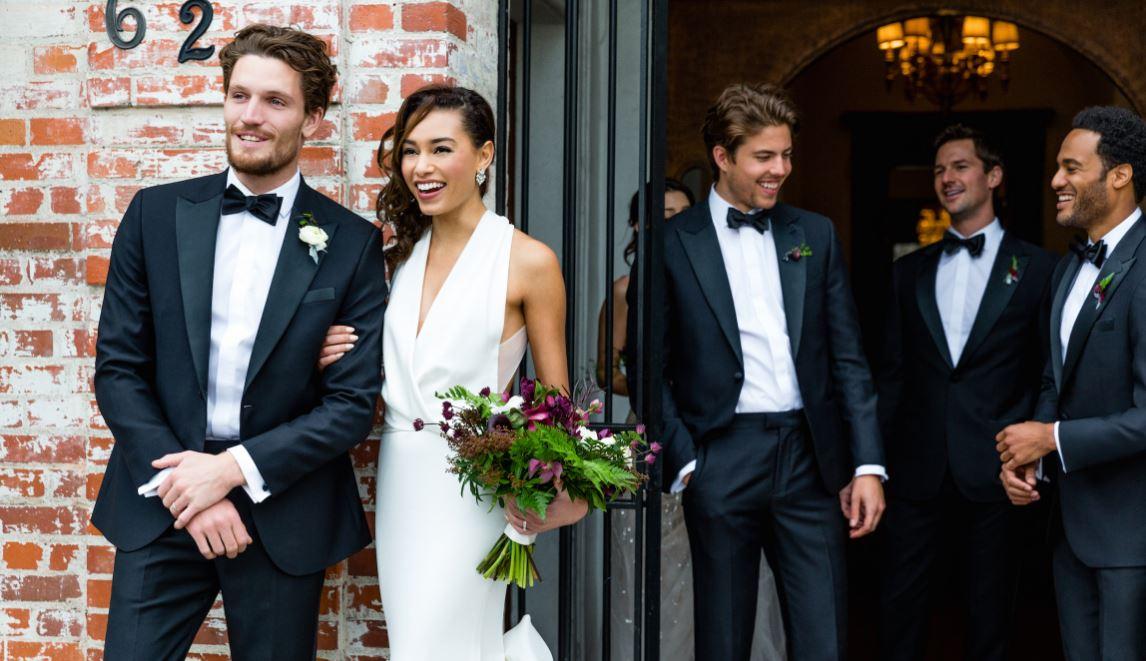 groom-style-suit-bride-flowers