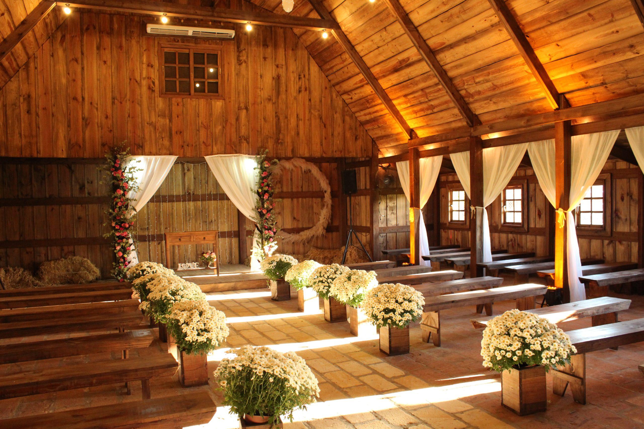 wedding-ceremony-draping-flowers