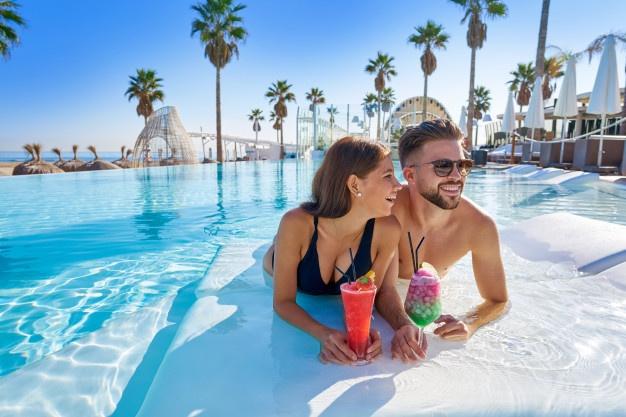 honeymoon-couple-water-hotel-cocktails
