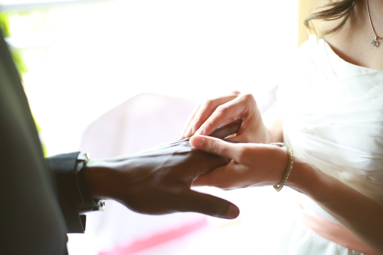 wedding-vows-rings-hands