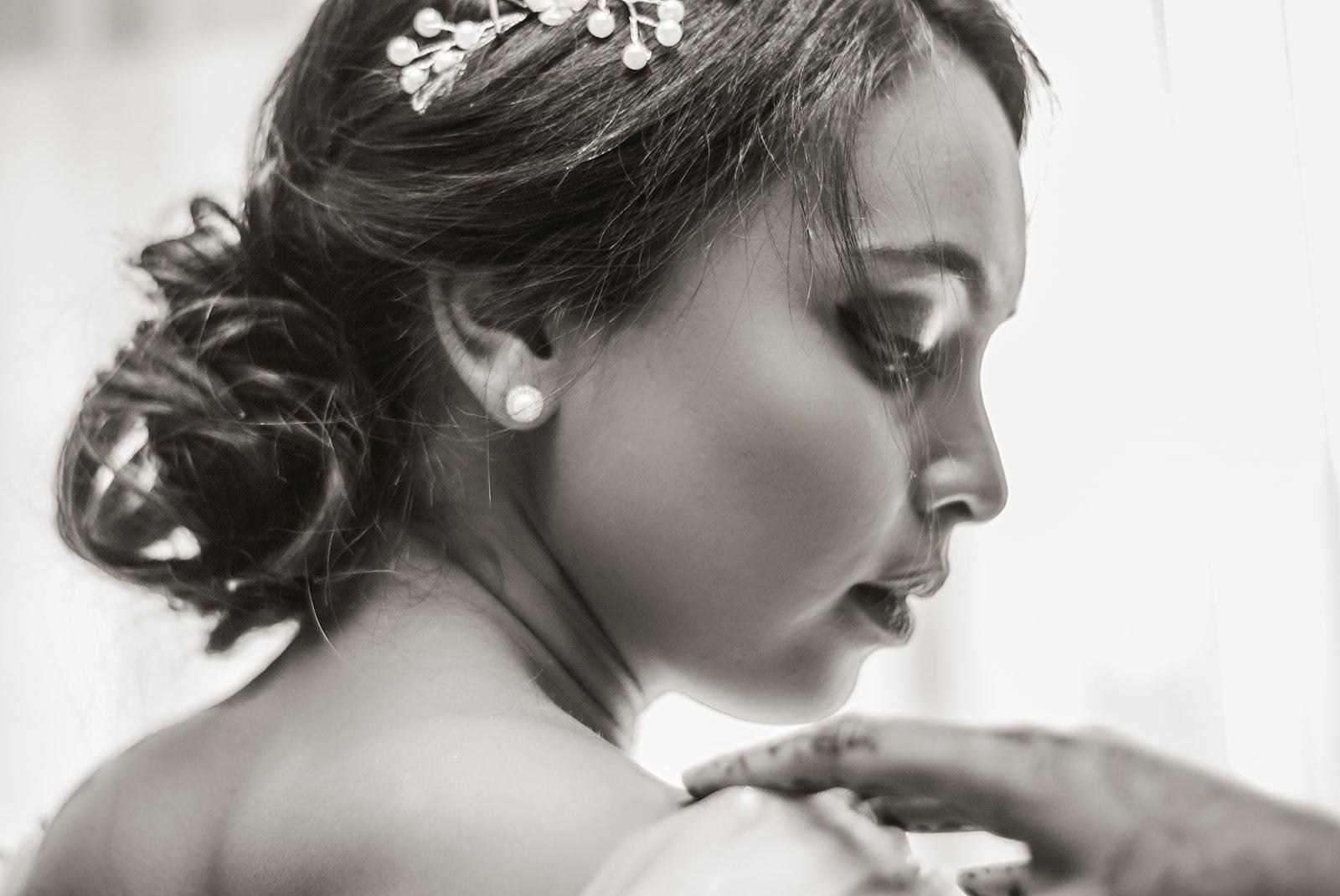 bride-hair-sepia-pearls