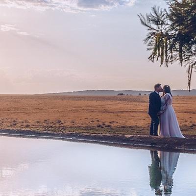 couple-kissing-dam-wedding