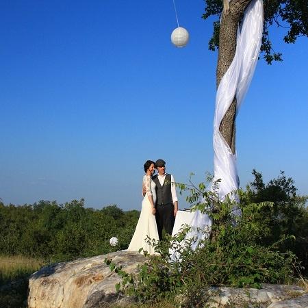 couple-white-draping-lanterns-rockery