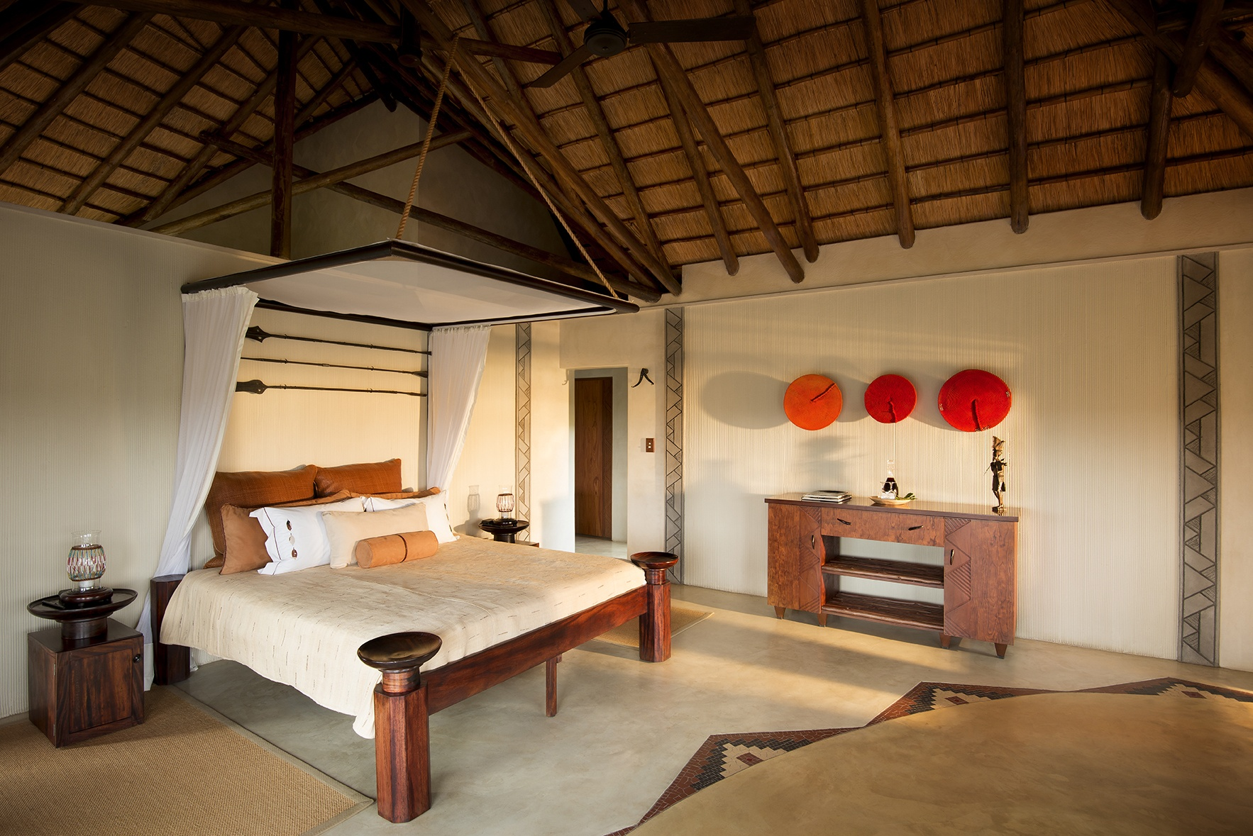 bed-thatch-red-rustic