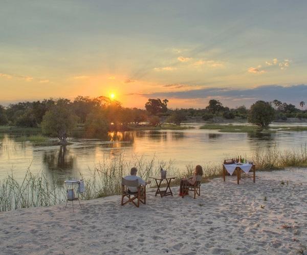 sand-bank-sunset-couple