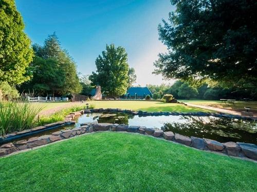 garden-water-feature-pathway